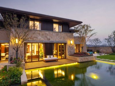 Home's Exterior a Sight